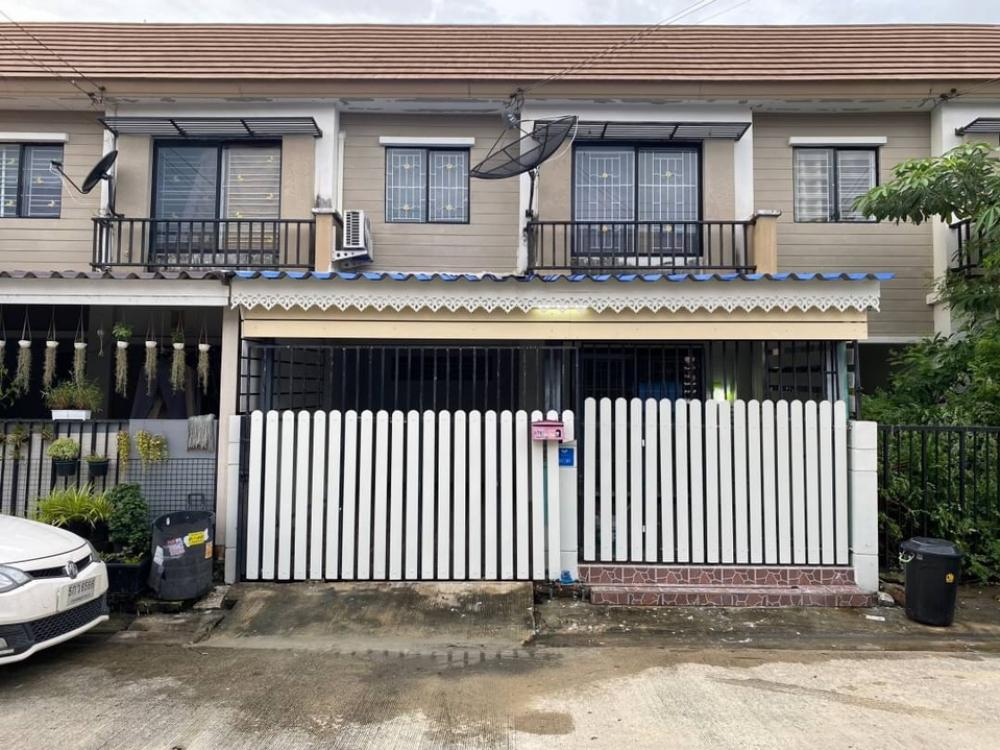 For RentTownhouseLadkrabang, Suwannaphum Airport : Townhome for rent, Pruksa 58/2 Soi Ladkrabang 54, near the airport, 3 bedrooms, 2 bathrooms, 2 parking spaces, air-conditioned, ready 14,000 / month