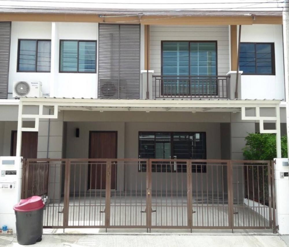 For RentTownhousePattanakan, Srinakarin : New townhome for rent.  Pruksa Ville 73 Pattanakarn 44 Air conditioners in every room, 3 bedrooms, 2 bathrooms, with kitchen, 2 parking spaces, fully furnished 26,000 /month