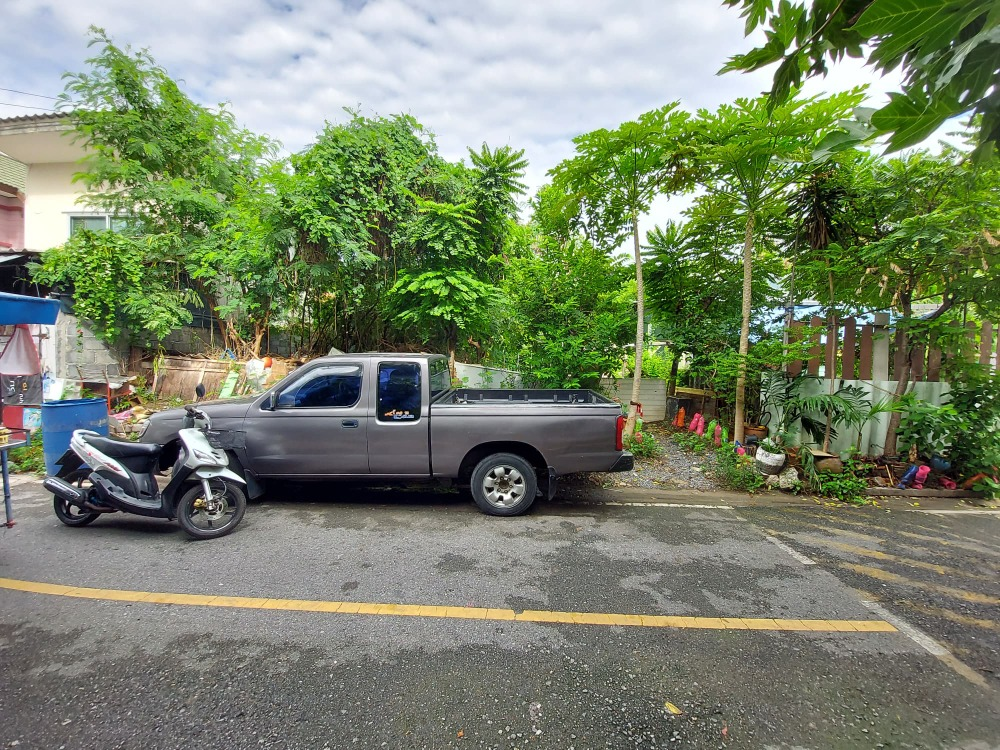 For SaleLandSamrong, Samut Prakan : Land for sale, size 50 sq m, located at Soi Ratchasupanimit 8/13, selling price 1,450,000 baht, transfer cost, owner is paid