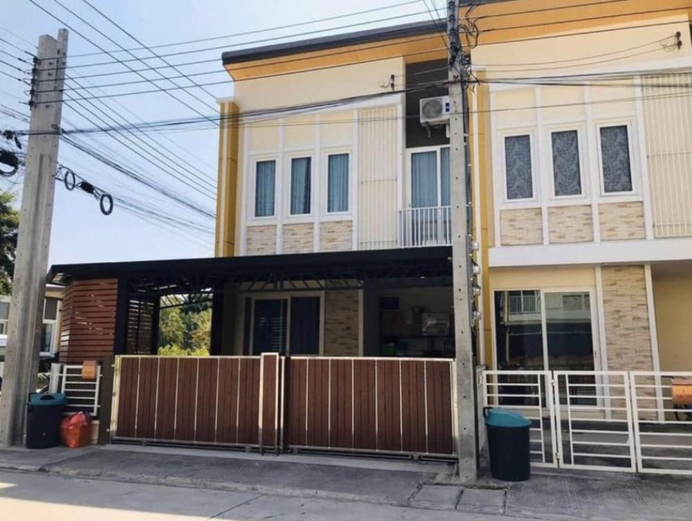 For SaleTownhouseLadkrabang, Suwannaphum Airport : Luxury townhome for sale Golden Town On Nut-Ladrabang 2 (4 bedrooms, 2 bathrooms, 2 parking), free accessories for the whole house Selling 3.8 million baht