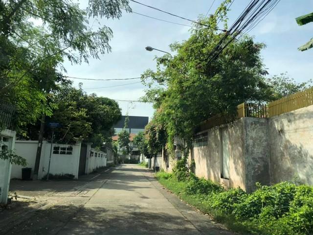 For SaleLandKaset Nawamin,Ladplakao : Land for sale in Ladprao 71 area. Near the expressway, Soi Samkhom Songkhro 6, corner plot, area 99 sq.w.