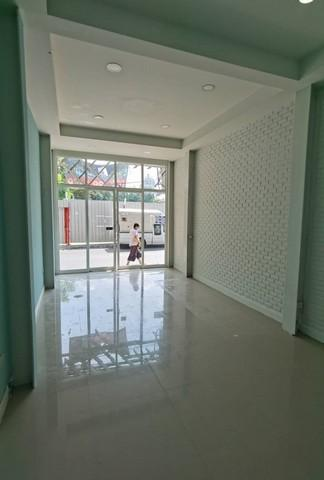For RentShophouseSilom, Saladaeng, Bangrak : 3-storey commercial building for rent in Silom area, office zone Suitable for many businesses Near Bangkok Bank Head Office