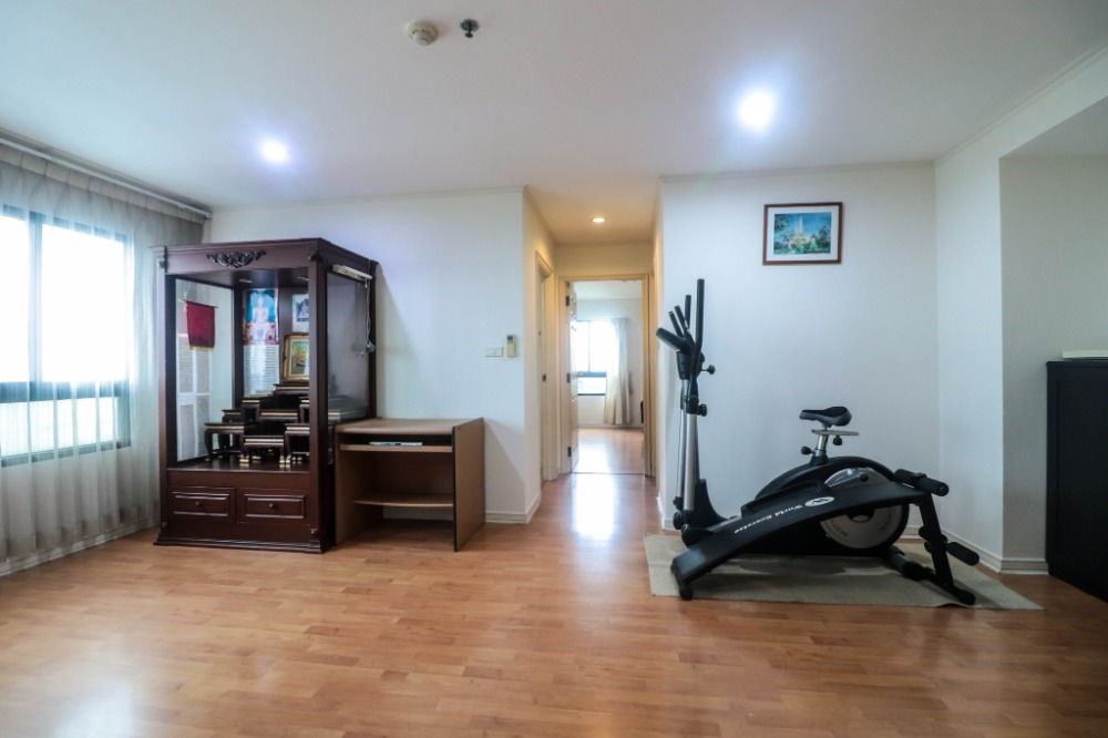 "For SaleCondoOnnut, Udomsuk : Condo for sale Lumpini Ville Sukhumvit 77 (Lumpini Ville Sukhumvit 77) ""2 bedrooms, 2 bathrooms, super value !!!"" Room size 66 sq m, 2 bedrooms, 2 bathrooms, fully furnished. Complete electrical appliances, rooms, good condition The most special"