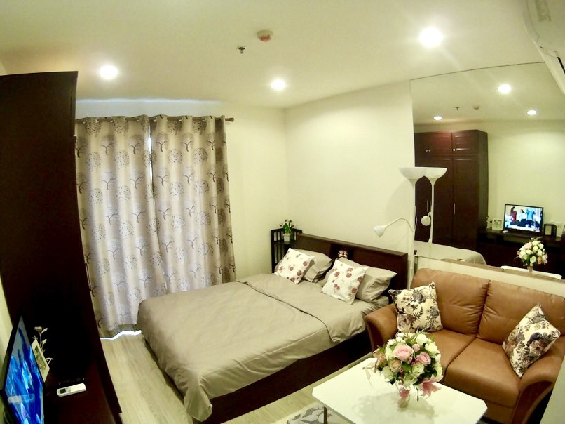 For RentCondoBangna, Lasalle, Bearing : For rent, Ideo Mobi Sukhumvit Eastgate, pool view, view of BTS, near BTS Bangna 150m, beautiful room, good looking, fully furnished, washing machine.