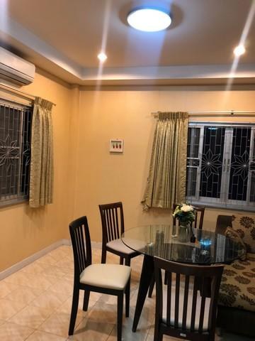 For RentHouseRatchadapisek, Huaikwang, Suttisan : 2 storey house for rent, Soi Petchaburi 47 Near Bangkok Hospital With furniture