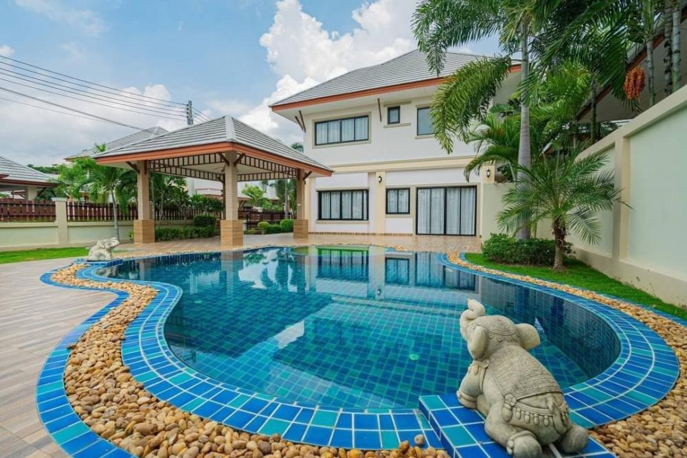 For SaleHouseChonburi, Pattaya, Bangsa : Brand new house, fully furnished with private swimming pool.