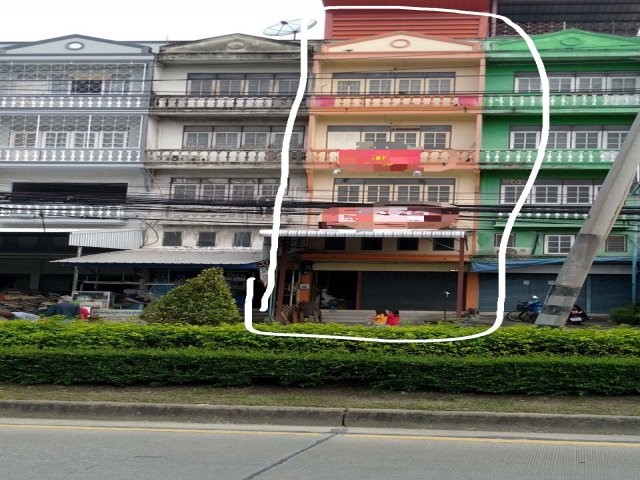 For RentShophouseRamkhamhaeng Nida, Seri Thai : For rent, commercial building, 4.5 floors, 1 booth with mezzanine and deck. On the main road at the entrance of Soi Serithai 33, there is a parking lot suitable for business and living. Near Fashion Island The Mall Bangkapi Rental fee 20,000 baht