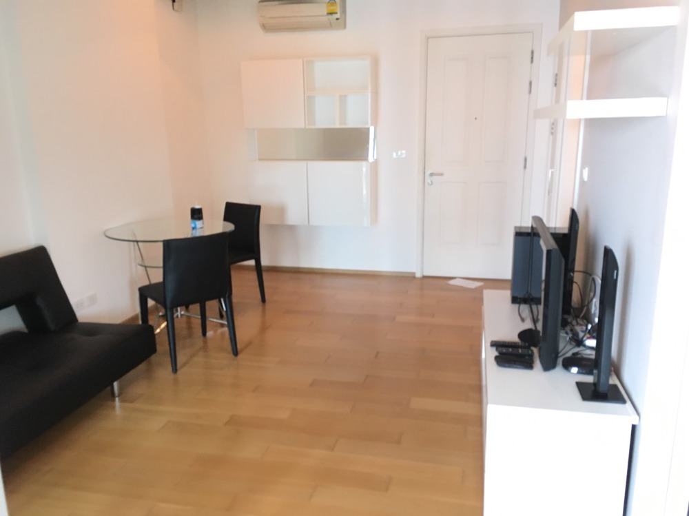 For RentCondoWongwianyai, Charoennakor : Hive Sathorn> For Rent <Fully Furnished 40sqm <Beautiful room, good view, ask for more information or make an appointment to watch it.