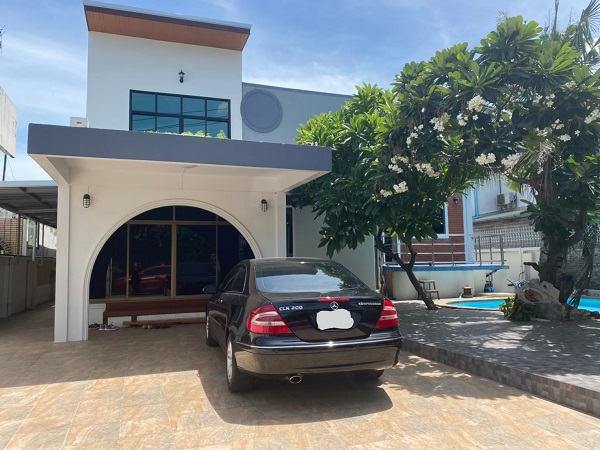 For RentHouseLadprao 48, Chokchai 4, Ladprao 71 : House for rent in Chokchai 4 area with small swimming pool. Close to shopping centers, convenient to travel