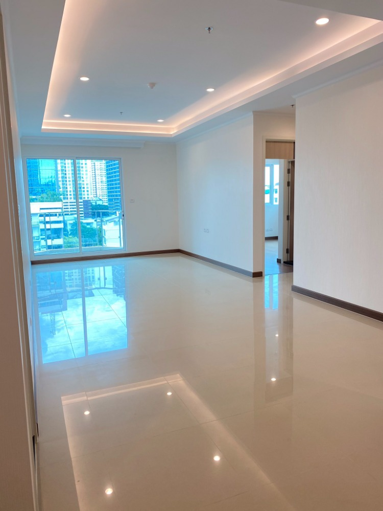 For SaleCondoRatchathewi,Phayathai : +++ Urgent sale +++ ** Large room Supalai Elite Phayathai 2 bedrooms 106.33 sq m Empty room Non fully furnished