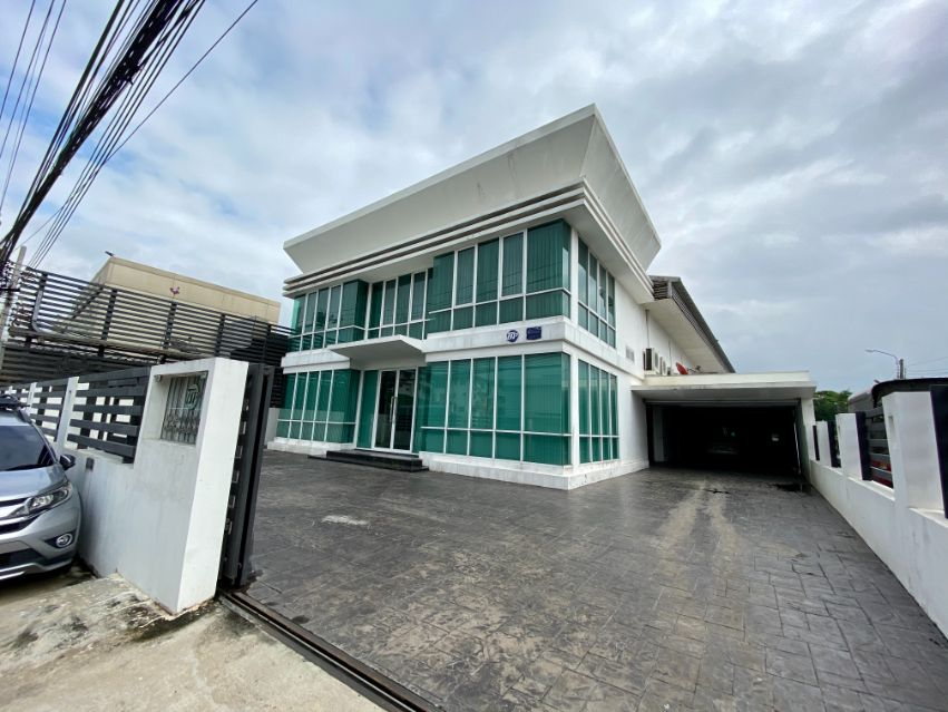 For SaleFactoryLadprao, Central Ladprao : Sale: Factory and office, plus residential zone, 276 square wah, Soi Ladprao 64, nice and good structure, ready to start the business.