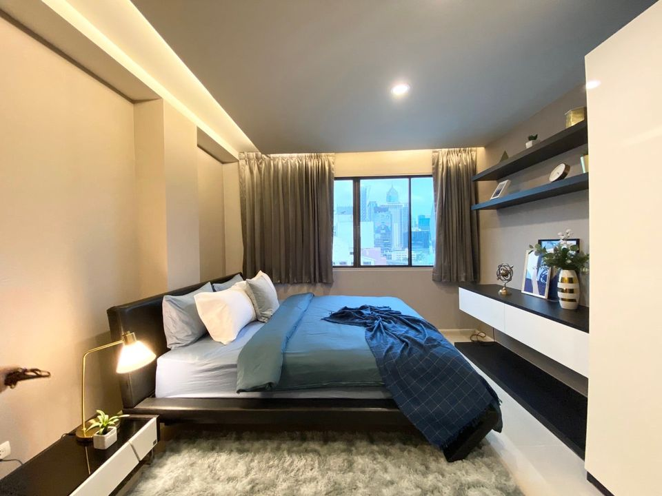 เช่าคอนโดวิทยุ ชิดลม หลังสวน : Park Ploenchit Condo for rent : 2 bedrooms 2 bathrooms for 140 sqm. East and South facing.Corner room on 12nd floor.fix 2 cars parking. Refurbished rooms never use with large balcony.Fully furnished and electrical applia