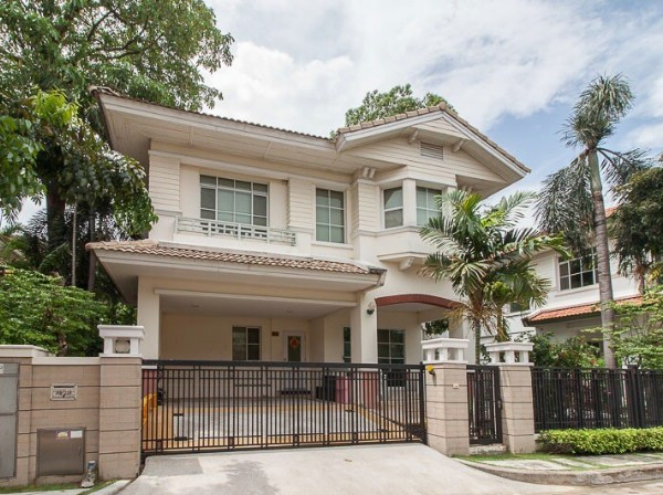 For RentHouseBangna, Lasalle, Bearing : H 2003 House for rent. Nantawan Kingkaew Village Nantawan Kingkaew Village Soi King Kaew 31/3 Bangna-Trad Road, Bang Phli, Samut Prakan