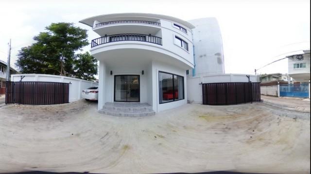 For RentHouseOnnut, Udomsuk : RHT367 3-storey detached house for rent, a new house, near Zen Andrews School, Soi Chaiyapruek, near BTS Ekkamai, only 600 meters.
