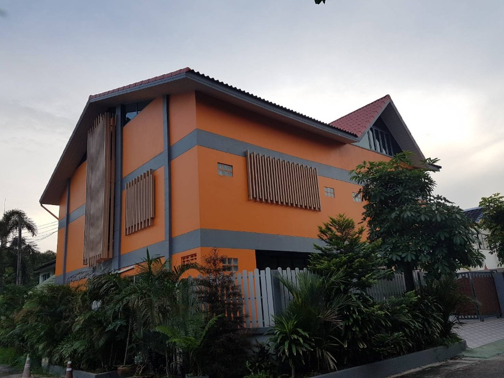 For SaleHouseKaset Nawamin,Ladplakao : sell!!! 2-storey detached house (corner) Soi Lat Pla Khao 50, good location, ready to move in.
