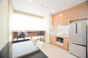 For SaleCondoRatchadapisek, Huaikwang, Suttisan : Urgent sale Type Sky Living Room size 46 Sqm Type 1 Bed High floor only price 5,100,000 baht HOT PRICE !!!!