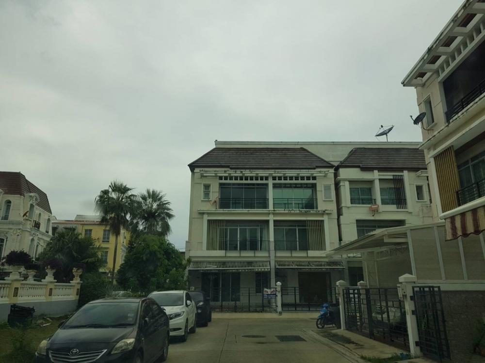 For RentTownhouseKasetsart, Ratchayothin : 3-storey townhome for rent Baan Klang Muang Ratchavipha