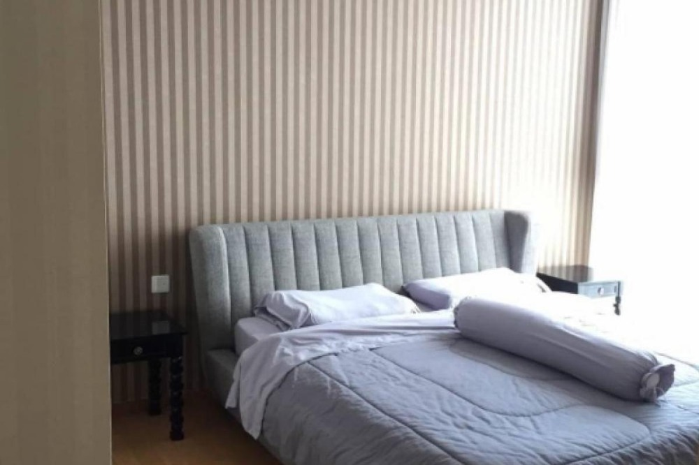 For RentCondoSukhumvit, Asoke, Thonglor : Condo for rent, Aqua Sukhumvit 49, 2 bedrooms, 59 sqm., Near BTS Thonglor, beautiful room, high floor, good view, quiet, shady weather, in the heart of the city, very pleasant.