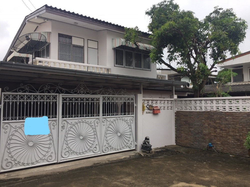 For RentHouseLadprao 48, Chokchai 4, Ladprao 71 : Single house for rent in Chokchai 4 // 61 sq m. Still available for rent !!!!