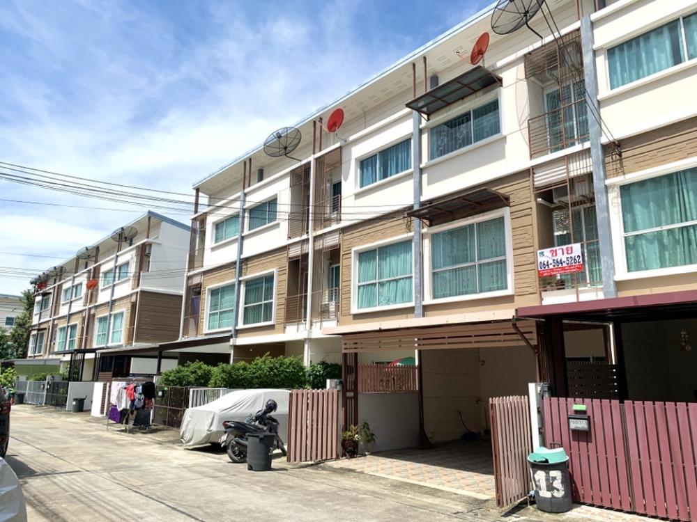 For SaleTownhousePattanakan, Srinakarin : 3-storey townhome for sale, Village City Pattanakarn 38, good condition, cheap price, lower than the estimated price