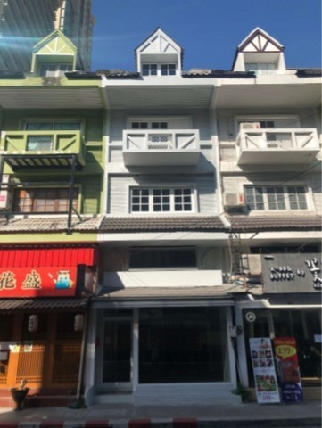 For RentShophouseNana, North Nana,Sukhumvit13, Soi Nana : 5-storey commercial building for rent, Soi Sukhumvit 31, near BTS Phrom Phong, no parking. Restaurant not accepted