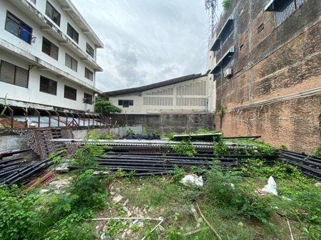 For SaleLandSilom, Saladaeng, Bangrak : Land for sale at a very cheap price, On Nut 46, Soi Darachai 2, good location, 50 sq m. Suitable for building a house, building an office