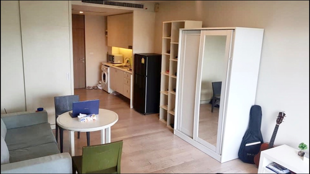 For RentCondoSukhumvit, Asoke, Thonglor : Condo Noble Solo Thonglor (Near BTS Thonglor) 35 Sqm.Studio Room 1 Bathroom / Kitchen / Balcony 💰💰 Price 15,000 baht / month
