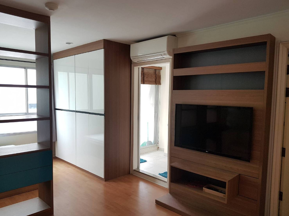 For SaleCondoRatchadapisek, Huaikwang, Suttisan : Condo for sale at Lumpini Ville, Cultural Center, size 31 sq m. Studio, Building E, Built-in furniture for sale 1.90 m. please contact 0922802873