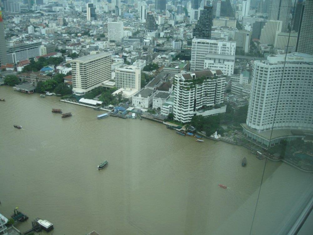 เช่าคอนโดวงเวียนใหญ่ เจริญนคร : The River Condo for rent : 1 bedroom 1 bathroom with bathtub for 67 sqm. River View on 47th  floor.With fully furnished and electrical appliancees.Just 500 m. to BTS Taksin , 500 m. to Robinson Department Store , 700 m.