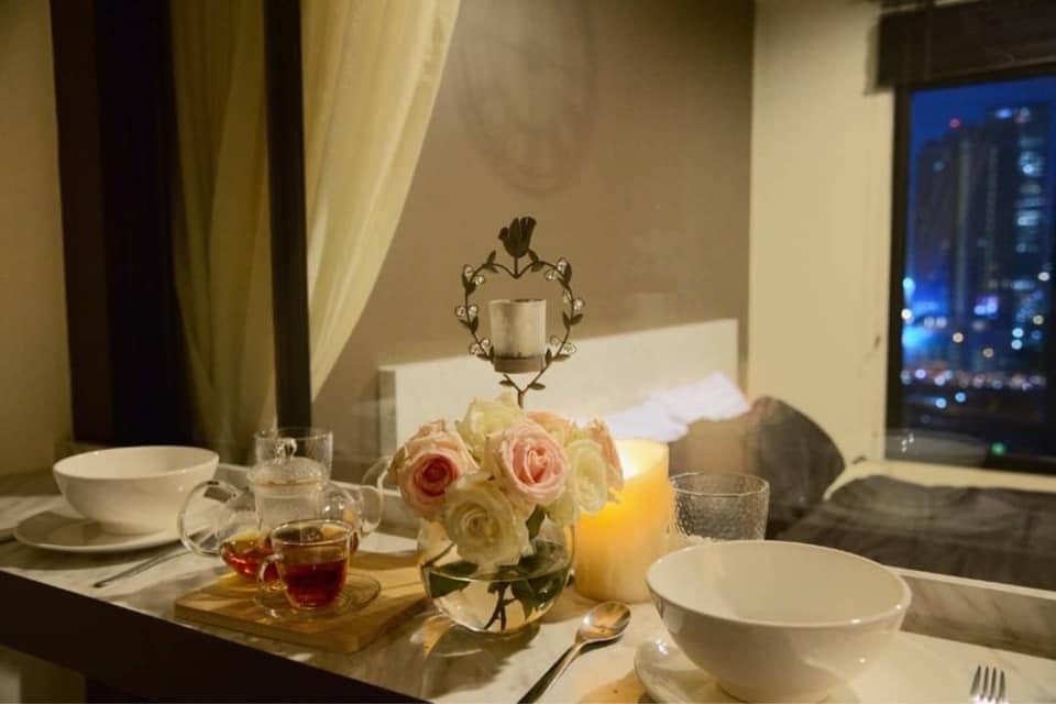 เช่าคอนโดพระราม 9 เพชรบุรีตัดใหม่ : Life Asoke Condo for rent : ๅ bedroom for 3จ sqm. On 16th floor Pool & City view. With fully furnished and electrical appliances. Just 1 step to MRT Phetchaburi , 140 m. to BTS Asoke , 500 m. to ARL Makkasan. Rental only
