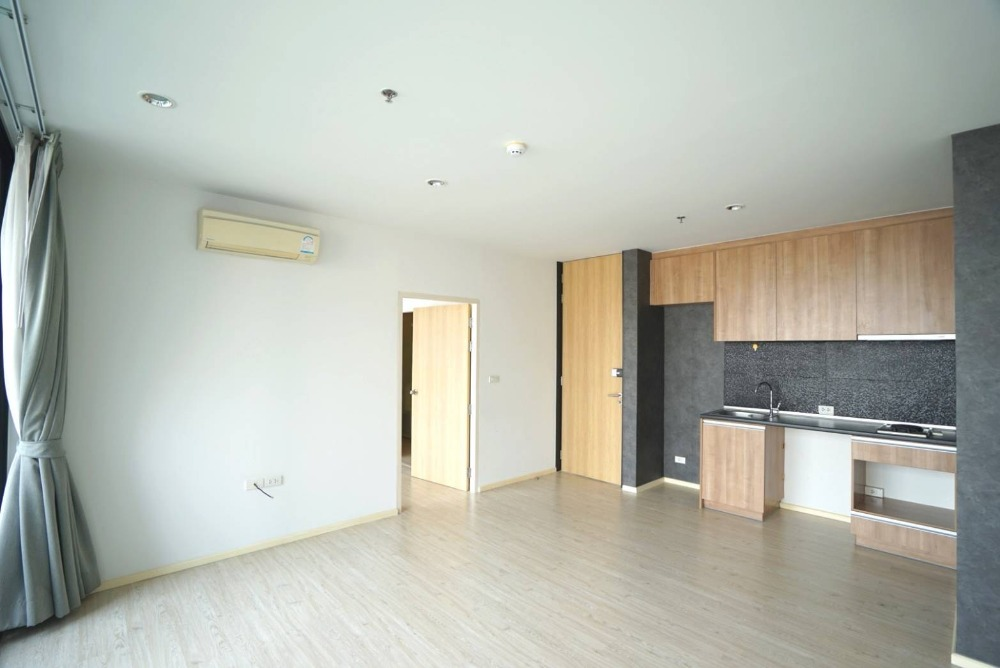 For SaleCondoLadprao, Central Ladprao : For sale (The Issara Ladprao) 52 sq m, 1 bedroom, 4.85 million sales, the cheapest in the project.