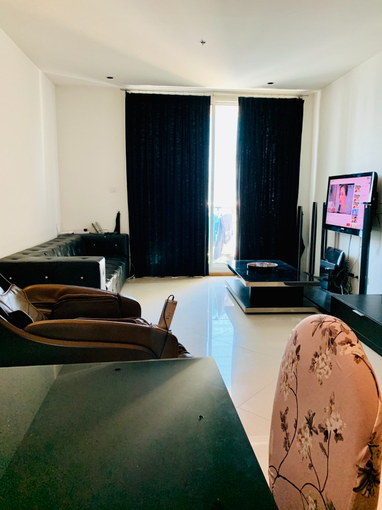For RentCondoSathorn, Narathiwat : Condo for rent, Empire Place Sathorn-Narathiwat, 65 sq m., 33rd floor, near Empire Tower, 150 meters and BTS Chong Nonsi, cheap price 29,000 baht / month, negotiable 085-689-8880 LINE: vmayda