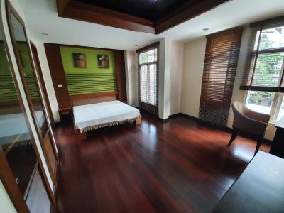 For RentHouseRatchadapisek, Huaikwang, Suttisan : 3-storey house for rent in Suthisan area Near MRT Sutthisan Areeya Casa Ratchada Village, fully furnished