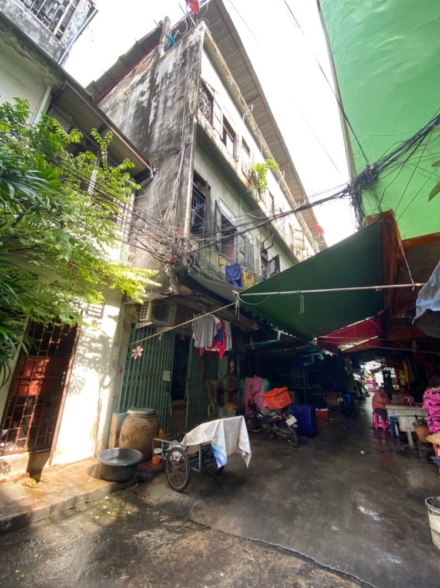For SaleShophouseWongwianyai, Charoennakor : Urgent sale, apartment, land with buildings, Thadin Daeng Soi 16.