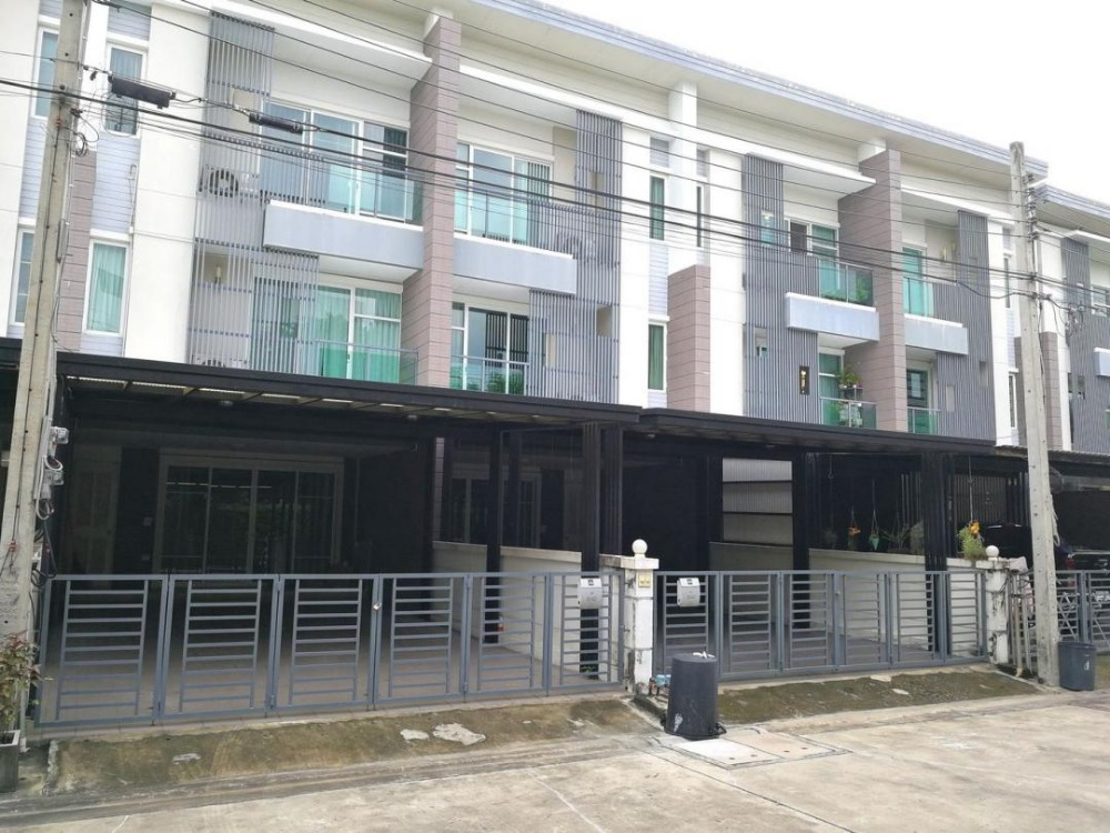 For RentTownhousePattanakan, Srinakarin : 3-storey townhome for rent, Town Avenue, Srinakarin, On Nut 68, fully furnished.