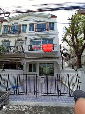 For SaleTownhouseRamkhamhaeng Nida, Seri Thai : Cheap 3-storey townhome for sale, the village in the middle of the city, the Paris Ramkhamhaeng, 3 bedrooms, 3 bathrooms, behind the corner / @ line chuenjit.j