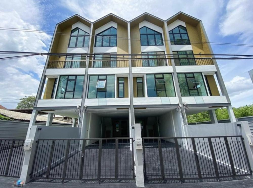 For RentHome OfficeBangna, Lasalle, Bearing : For rent, 4-storey home office, corner brush, 30 square wa. Near Cental Bangna, 3 bedrooms, 3 bathrooms, and the main hall 45,000 / month, convenient parking.