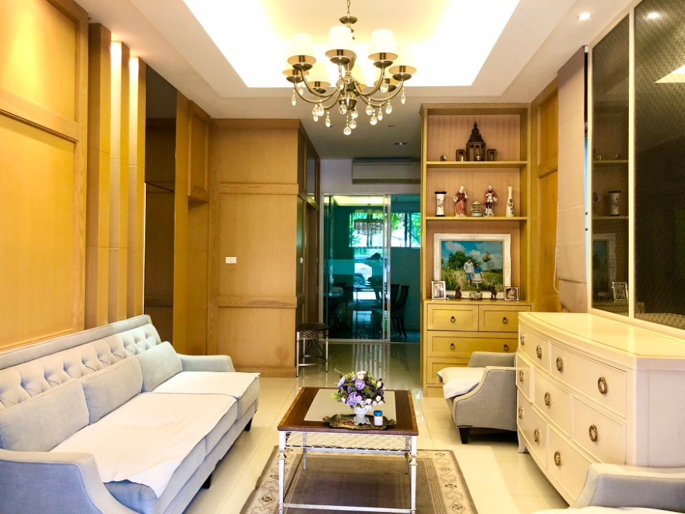For SaleHouseThaphra, Wutthakat : Baan Klang Muang Sathorn Taksin 2 Ready to move in, the whole house has a big corner with a side of the house You can ask more.
