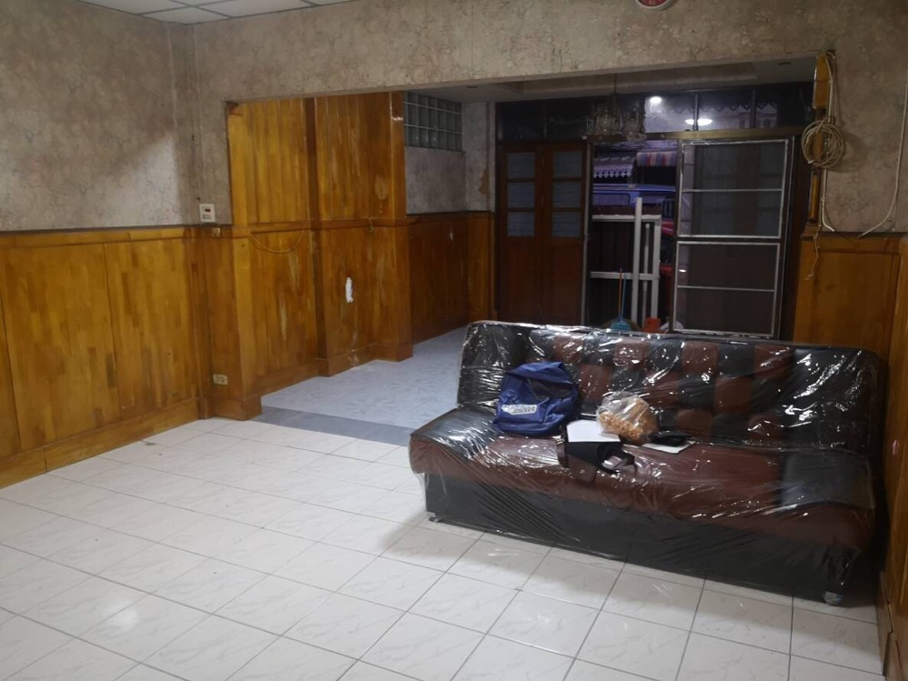 For RentHouseLadprao101, The Mall Bang Kapi : Townhouse for rent at Baan Sindhorn Happy Land