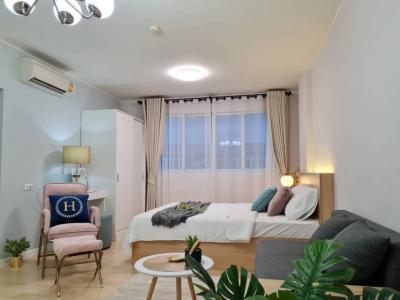 For SaleCondoPattanakan, Srinakarin : 🍯 Urgent sale, D Condo On Nut Suvarnabhumi, beautiful room, decorated in a pastel aesthetic style.