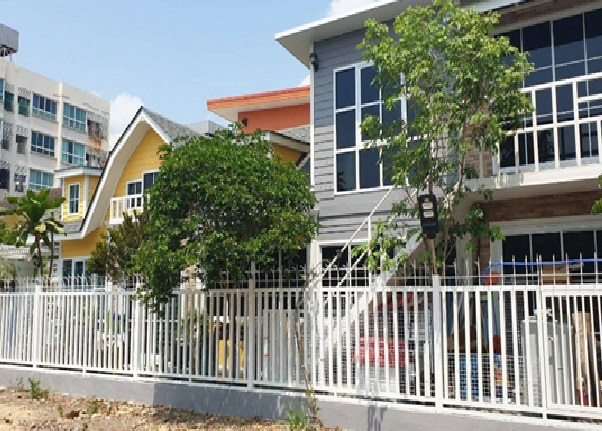 For RentHouseLadprao101, The Mall Bang Kapi : 2 storey house for rent, Soi Ladprao 101, near Happy Condo, beautiful house decorated in vintage style, English Cottage, 6 air conditioners, fully furnished.