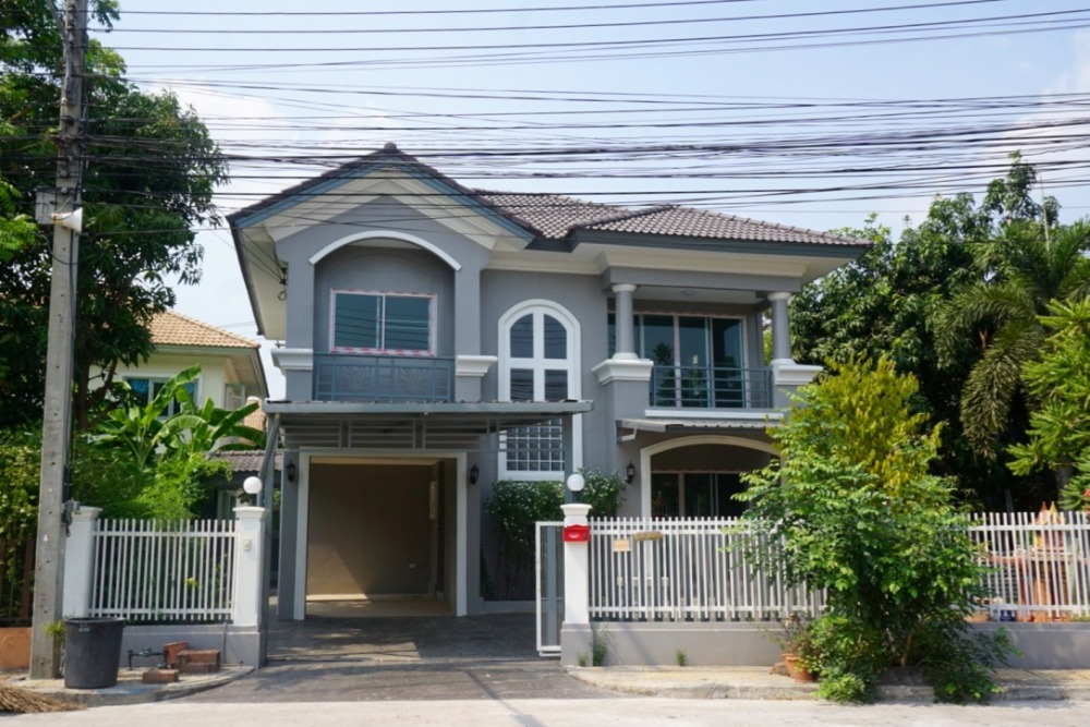 For SaleHouseRangsit, Patumtani : Single house Passorn 80 square wa. Renovate the whole house. No need to repair, ready to move in A lot of area to plant trees