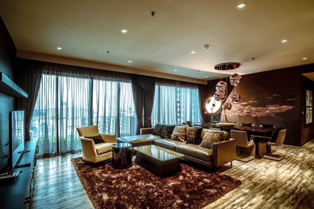 For RentCondoSukhumvit, Asoke, Thonglor : +++ Urgent rent +++ Large beautiful decoration room +++ The Emporio Place 3 bedrooms 161 sq m.