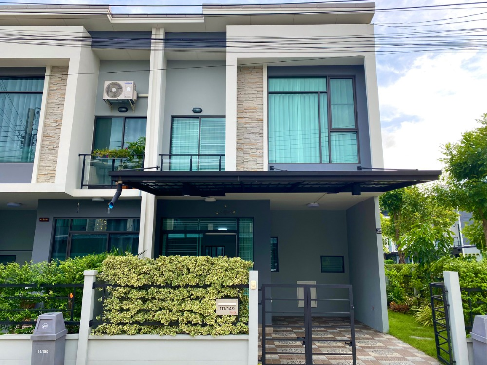 For SaleTownhouseNawamin, Ramindra : Special discount !!! Townhome for sale after Rim Pleno, Phaholyothin-Watcharaphon, Permsin Road, with a garden next to the house Add to the kitchen.