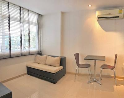เช่าคอนโดเลียบทางด่วนรามอินทรา : J.W. Boulevard Srivara  Condo for rent : Studio room for 30 sqm. on 2nd floor.With fully furnished and electrical appliances.Just 230 m. to Pracha Uthit Toll , 1.4 km. to Bangkok Grace International School.Rental only fo