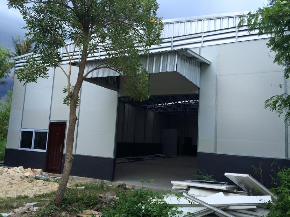 For SaleWarehouseRathburana, Suksawat : Factory warehouse for sale with tenants, Phutthabucha, suitable for investment, size 260 square meters, row Phutthabucha, Soi 36, Thung Khru, suitable for business, collect rental fee of 25,000 baht per month. Let tenants pay installments for us like havi