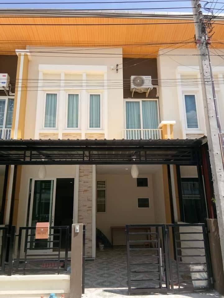 For SaleTownhouseLadkrabang, Suwannaphum Airport : Sale and rent New townhome in modern style Golden Town 2 On Nut - Ladkrabang 2 storey, new house, super cute price.
