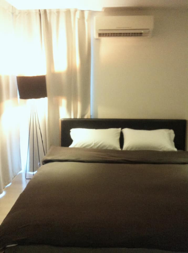 For RentCondoSukhumvit, Asoke, Thonglor : Condo for rent, Socio Revolution 61, 2 bedrooms, 67 sqm., Near BTS Ekkamai, beautiful room, spacious, good location, convenient transportation, not far from restaurants and bars