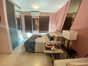 For SaleCondoBangna, Lasalle, Bearing : The last room, Studio Unio, suk.72 starts 1.599mb. Fully furnished with other promotions. 1 bedroom 2.45mb. Call 0957615782.
