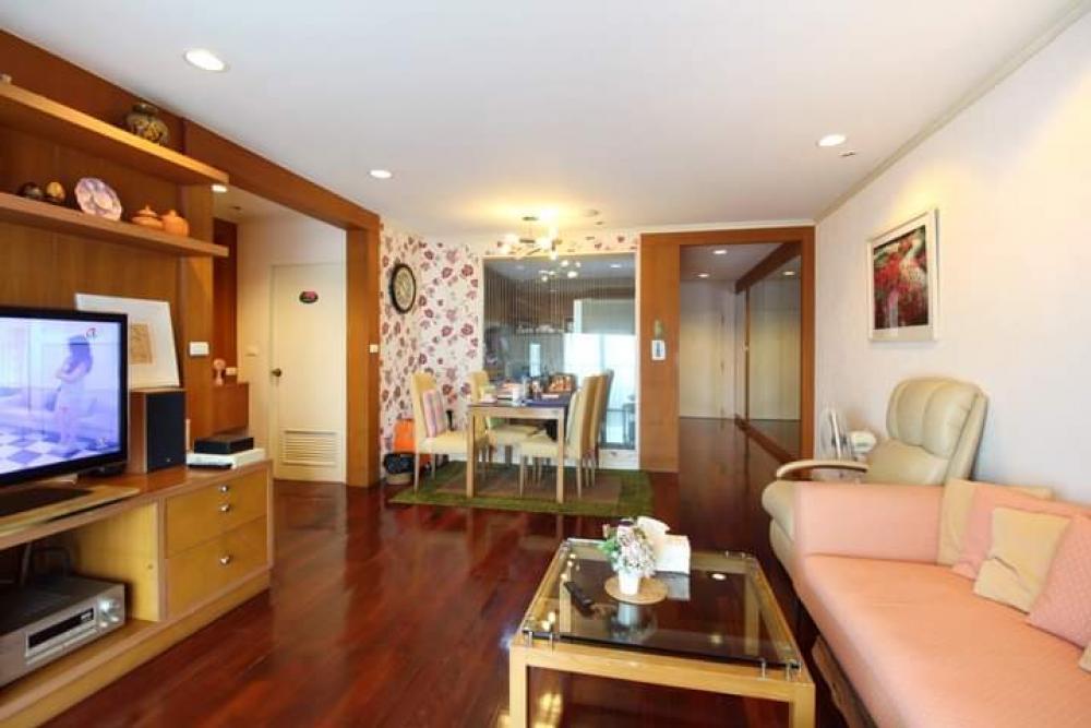 For SaleCondoSathorn, Narathiwat : Sathorn Garden Condo Sathorn Garden Condo 109.26 sq.m. 26th floor with private parking, cheap, corner room, good location.